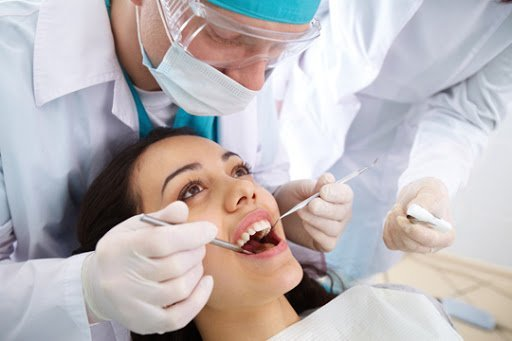 Post and core treatment is performed after root canal treatment.