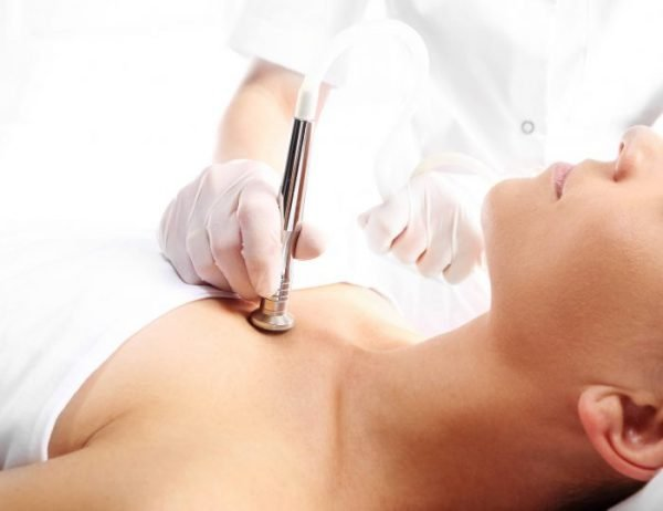 There are various treatments available such as chemical peels, dermabrasion, steroids, and laser treatment.