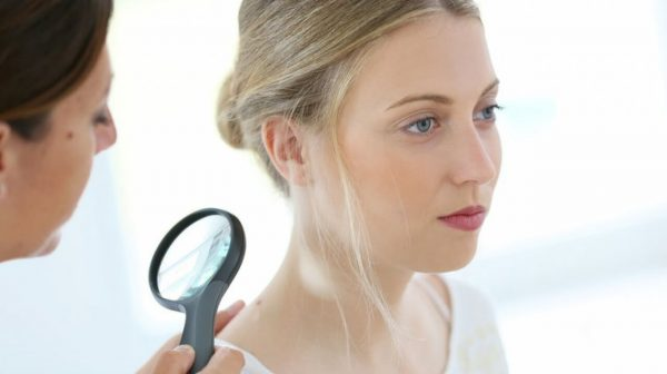 Skin tags are removed via freezing, surgical removal or by tying them with thread or sutures.
